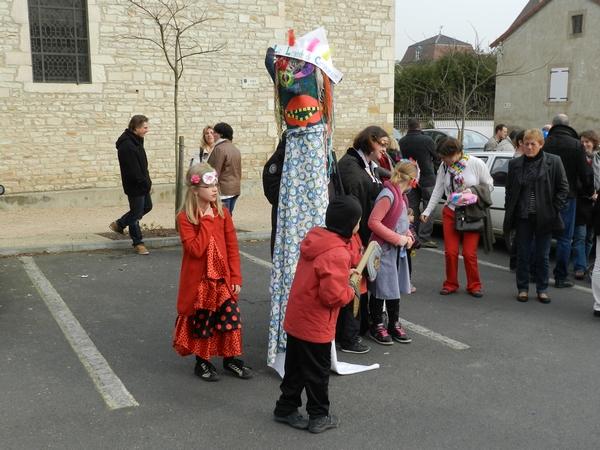 Carnavalito : une marionnette géante créée par les enfants du Centre de Loisirs de Viré