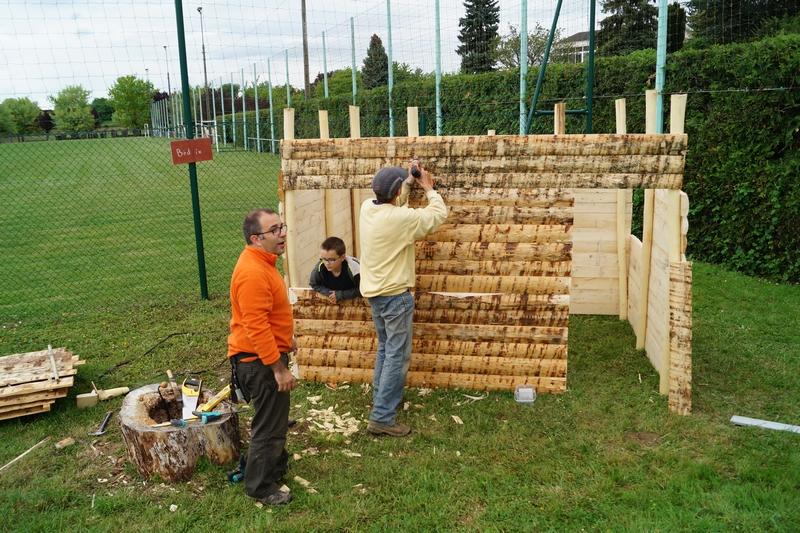 Construction de la cabanes par les enfants cecl for Cabane construction